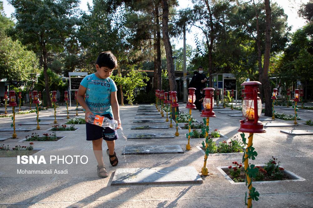 گلزار شهدای بهشت زهرا در نخستین روز هفته دفاع مقدس شهریور ۱۳۹۹      ۱۸ / ۲۰ عکس