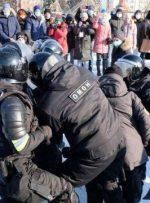 تظاهرات حامیان ناوالنی در چندین شهر روسیه/ بازداشت ۱۰۰۰ تن از جمله همسر ناوالنی