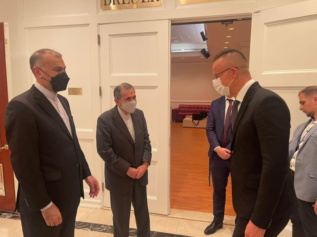 تاکید وزرای خارجه ایران و مجارستان به توسعه روابط اقتصادی دوکشور